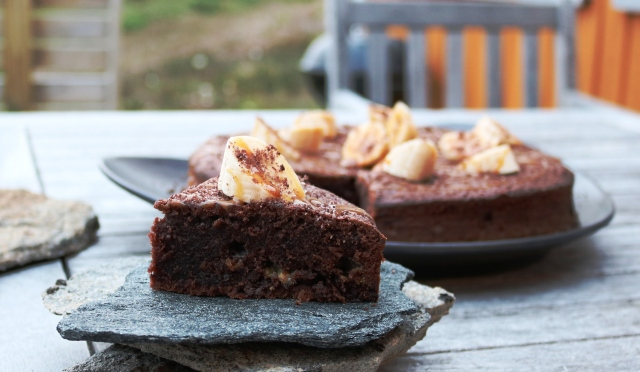 brownie-med-banan-og-karamelsauce